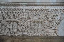 Relief an einem Eingangstor.