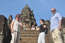 Gruppenbild vor Tempelturm.
