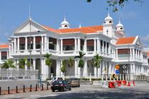 Elegante Gebäude an der Uferpromenade