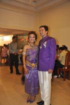 Das Brautpaar in lila.