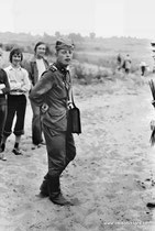 Экскурсия в Советскую Армию.  Пленных привели Сергей Виноградов и Михаил Шестухин группа П6-5 (1979 год). Крылатское.