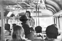 Танцы в автобусе.