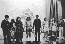 На сцене: В. Исаенко, М. Длиннова, С. Долгова, В. Васильев, М. Монакова, Е. Котляревская, В. Баглай.