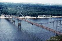 Город Киев, пешеходный мост через Днепр