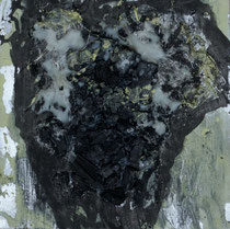 Flügel, 2014,, Holzkohle, Wachs, Lack auf Holz, 21 x  21 cm