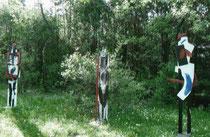 Holzskulpturen im Garten des Ateliers Gallgasse