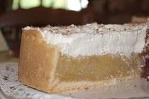 Apfelwein-Torte schmeckt so gut, wie sie aussieht.