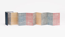 104. Arbeit 2017, 23 x 140 cm, Acryl auf Offsetdruck / Leporello