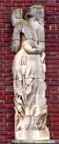 Détail des sculptures de la façade, place René Goblet: le Printemps