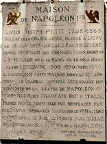 """La plaque du souvenir sur la maison dite """"Napoléon"""" à Saint-Riquier"""