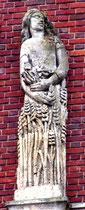 Détail des sculptures de la façade, place René Goblet: l'Eté