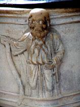 Prophète à l'angle de la cuve baptismale