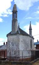 Lanterne des morts de la chapelle funéraire d'Acheux-en-Amiénois