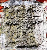 Jolie pierre incrustée sur le mur de l'église d'Arrest