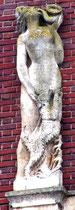 Détail des sculptures de la façade, place René Goblet: l'Automne