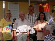 "v.l.Jeannette Härtling , Johann Michel (60 Jahre IGBCE-Mitglied), Ulrich Kürpick, Gerda Raue  als ""Glücksgöttin"""