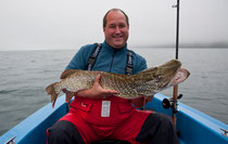 Gastangler Norman fängt Meterhecht beim Schleppfischen am Attersee