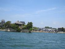 松島の海から五大堂を見て