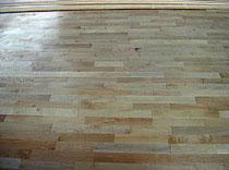 バーチ床暖房対応無垢フローリング材で仕上げたフロア(BUH-75)