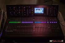 Nouvelle table de mixage, pour le son, de Pablo Jaraute, salle culturelle de Cénac, soirée cabaret JAZZ360 avec Akoda Trio. Samedi 17 mars 2018