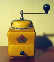 """2662/ Kaffeemühle """"Dienes"""" ~ 1930, H 24cm, EUR 25,-"""
