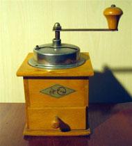 "2653/ Kaffeemühle ""KYM"" ~1930, H 20cm, EUR 35,-"