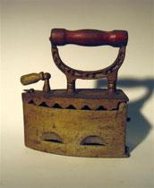 2953/ Kohlebügeleisen ~1890, L 20cm, EUR 48,-