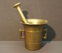 4204a/ Apotheker-Mörser ~1900, Messing, H 11,5, L Stößel 19,5cm, EUR 39,-