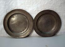 4102/ Zwei Zinnteller ~1850, Marken, Ø 23/24cm, EUR 38,-