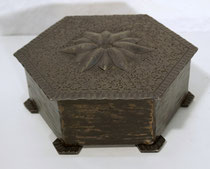 3729/ Tabaksdose ~1910, Eisenblech+Holz, H 6, Ø 15cm, EUR 30,-