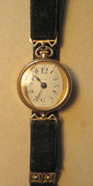"H04/ Damen-Armbanduhr ""Arco"" ~1900, Gold, Samtband, EUR 180,-"