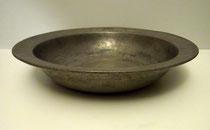 """3391/ Gr. Zinnschale """"Tiem Eggers 1732"""", H 7, Ø 34cm, EUR 210,-"""