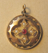 H18/ Anhänger ~1830, vergoldet+1 Rubin+4 Perlen, Ø 2,4cm, EUR 85,-