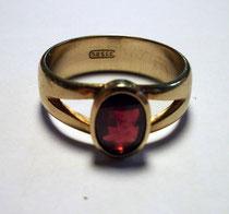 3261/ Herrenring, Gold 333, Granat, U 10 ¾, 6,7 g, EUR 180,-