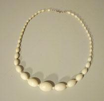 4290/ Halskette ~1900, Elfenbein, L 52 cm, größte Perle L 2 cm, EUR 90,-