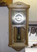 KT0297/ Wanduhr ~1910, Kiefer hell, elektr. Werk, H 69, B 29, T 17cm, EUR 150,-
