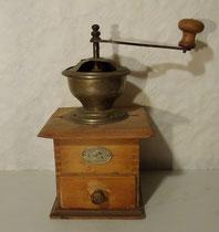 4302/ Kaffeemühle ~1900, Zassenhaus, H 26, B Kasten 15cm, Holzabsplitterung oben links, EUR 38,-