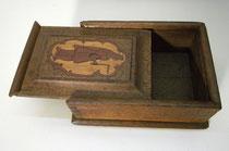 """3677/ Intarsienkasten """"Frau mit Winkeleisen"""" ~1750, H 8, L 22, B 16cm, EUR 180,-"""