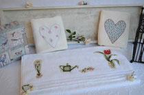 Hochwertige Handtücher mit Motiven aus Stoff: Herzen (Größe 40 x 60 cm, 14 Euro inkl. Versand), Garten (Größe 50 x 100 cm, 18 Euro inkl. Versand)
