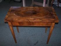 Spieltisch, Louis Seize, Nußbaum furniert, ca. 1800, Italien