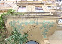 Gemalte Blätter-Ranken, Hauseingang Friedenau Niedstrasse. Foto: Helga Karl