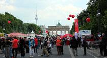 1.Mai-Kundgebung DGB-Gewerkschaften vor dem Brandenburger Tor. Foto: Helga Karl