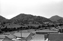 Tigayer et le chemin d'Aïn Zida vus de la cité proche de l'usine de liège (juillet 1960)