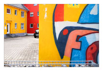 Farbenfroher Hinterhof
