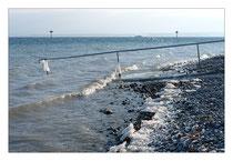 Eisansätze am See