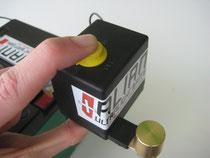 グラフ上のT2はボタンを押すのみ。システム作動によりカットオフ後、このスイッチのリセットによりエンジン始動に最低限必要な電圧を保持するバッテリーによりエンジン始動出来ます