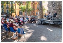 Un public nombreux venu écouter les débats