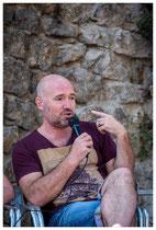 L'auteur, Manuel Causse, présentant ses écrits