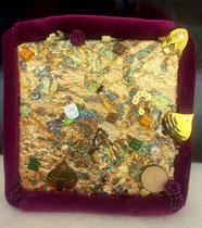 """Abstract Icon 1 """"Relative & Absolute"""": Reliefmaterial auf Leinen (Blattgold, Textil, Holz, Papier, echte Jasminblüten, Henna, Glassteine, Pailletten), 18x18 cm, April 2015"""