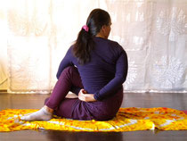 Ardha Matsyendrāsana (halber Drehsitz) 4